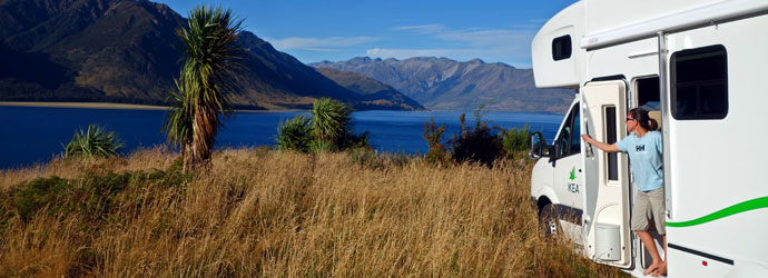 KEA-4KQ-Christchurch-region-South-Island-lake-view 001